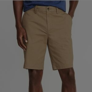 Old Navy Men's Khaki Shorts. Flat front. Size 32